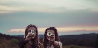 women_holding_flowers
