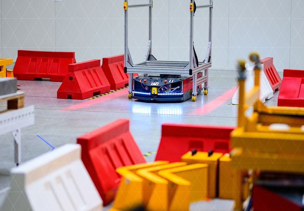Warsaw-based Versabox nabs €2.5 million to expand its logistics robots internationally